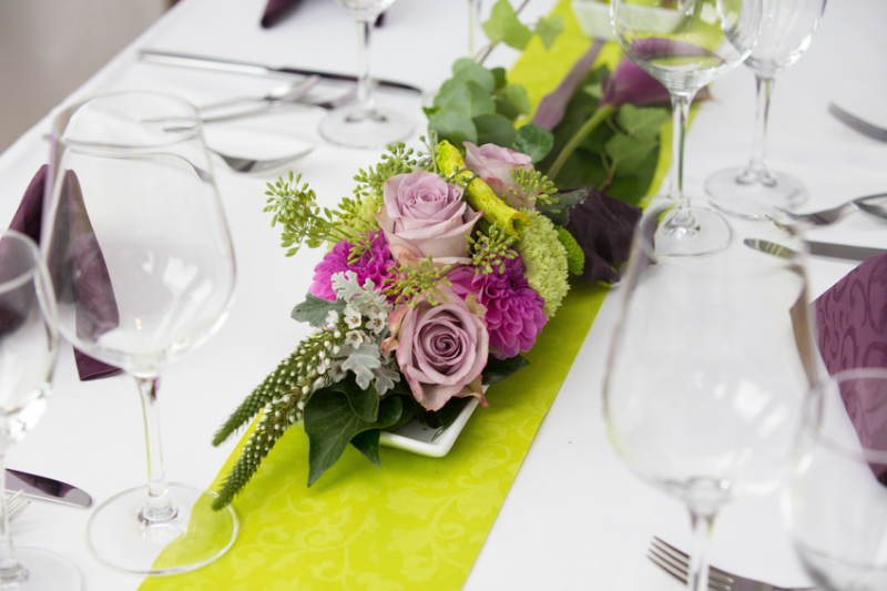 Ideen mit Band, kreative Hochzeitsdeko, Hochzeit, Wedding, Satinband, Inspiration Hochzeit, Kreativität, Tischdeko, Einladung Hochzeit