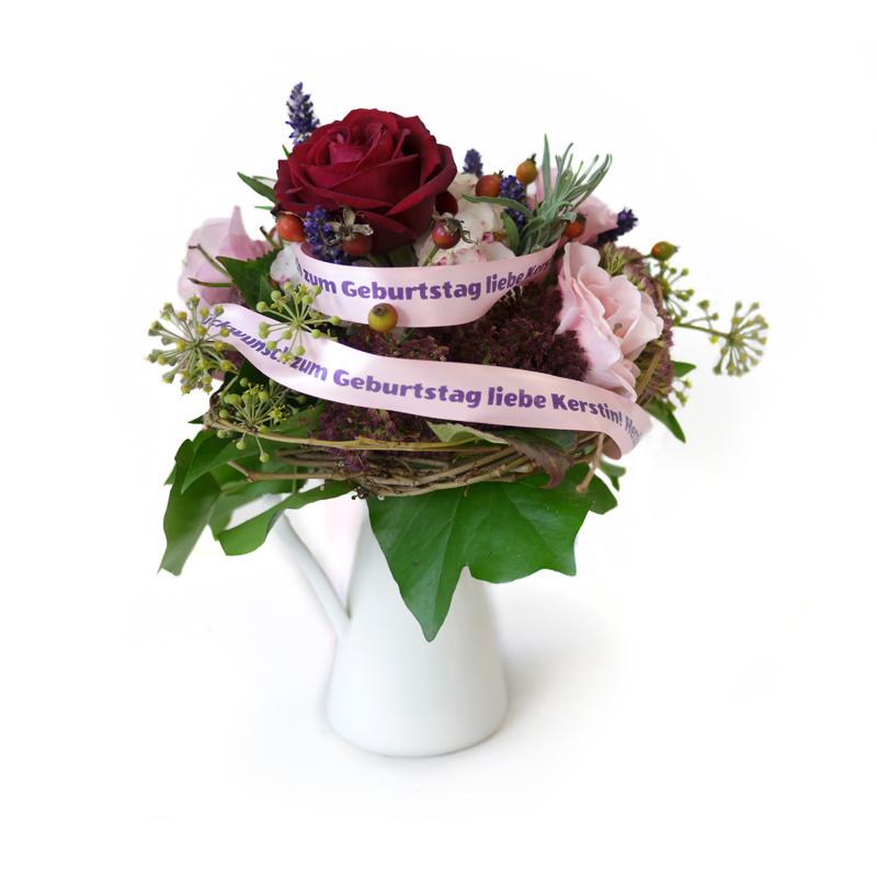 Geburtstagsgeschenk, kreativ, bedrucktes Band, Geschenkband, Schleife, Geschenk verpacken, Blumenstrauß